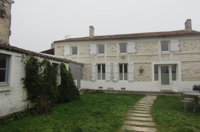 Sale house / villa Geay 212 000€ - Picture 1