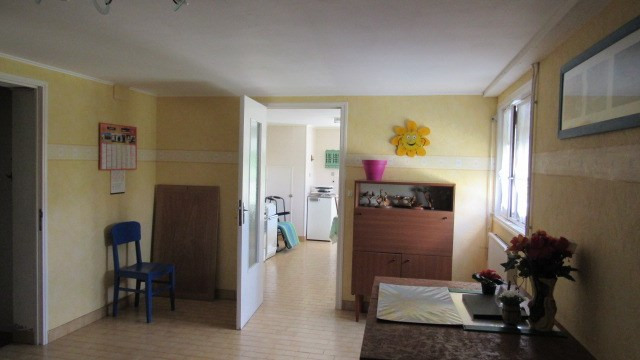 Sale house / villa St jean d'angely 190800€ - Picture 6