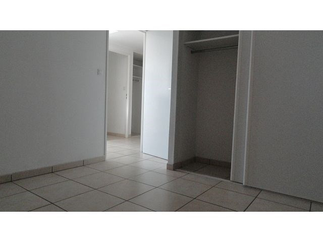 Location appartement Ste clotilde 785€ CC - Photo 4