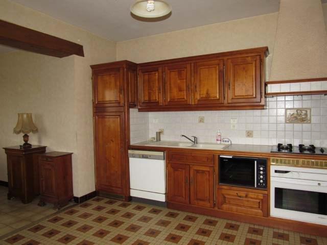 Sale house / villa Saint-jean-d'angély 132750€ - Picture 3