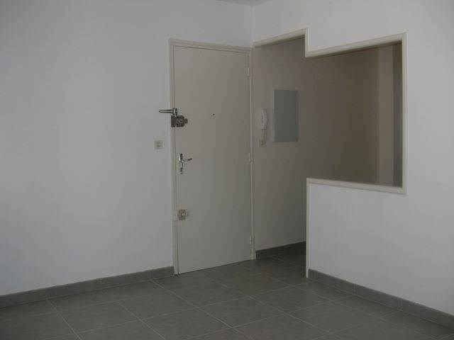 Rental apartment Avignon 440€ CC - Picture 1