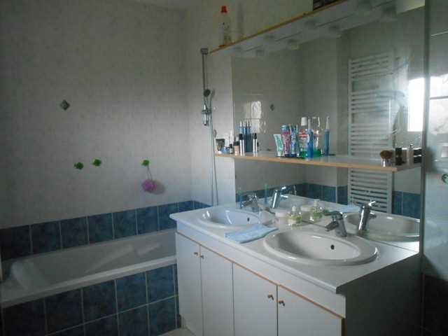 Rental house / villa Saint-genest-lerpt 930€ CC - Picture 6