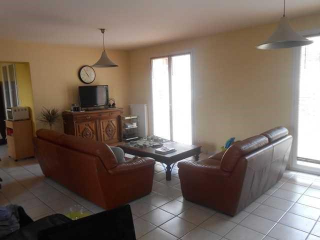 Rental house / villa Saint-genest-lerpt 930€ CC - Picture 5