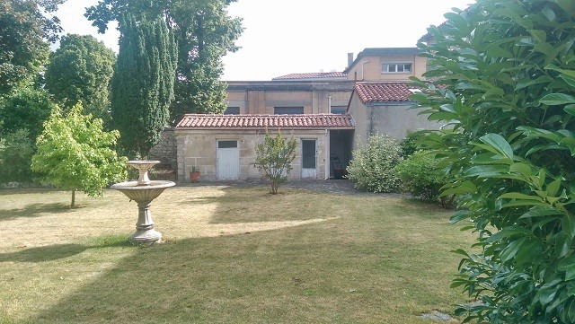 Sale house / villa Saint-jean-d'angély 315 000€ - Picture 2