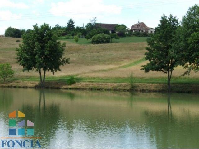 Propriété avec lac et piscine
