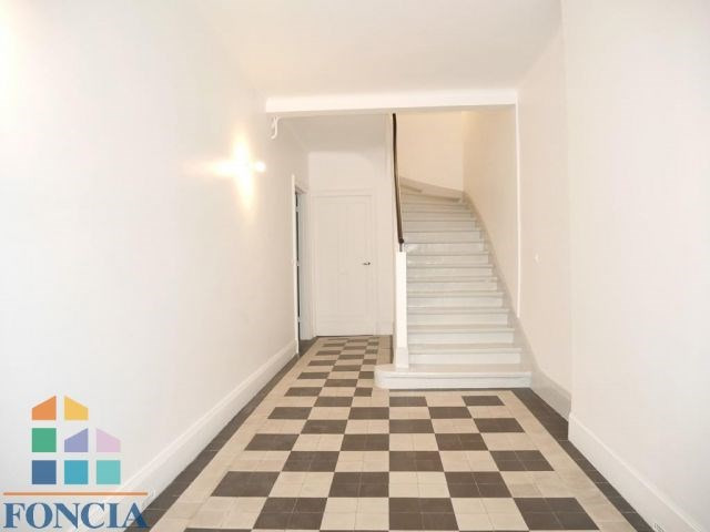Location maison / villa Suresnes 2 266€ CC - Photo 12