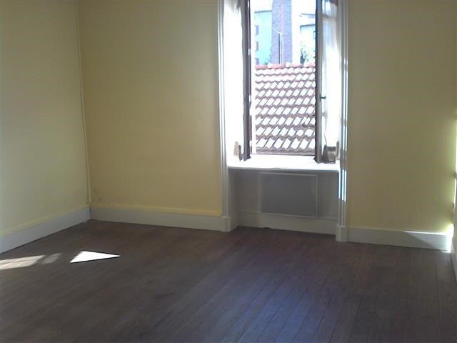 Location appartement Amplepuis 200€ CC - Photo 1