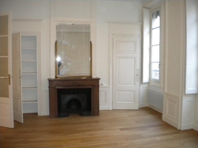 Location appartement Lyon 2ème 1065€ CC - Photo 3