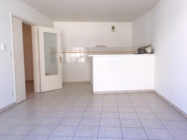 Location appartement Marseille 3ème 680,85€ CC - Photo 2