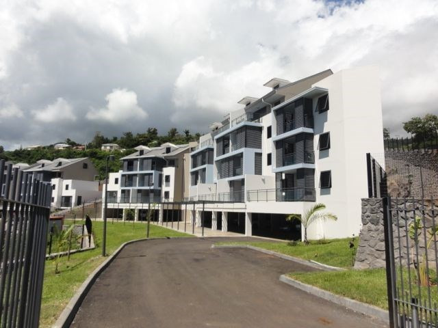 Location appartement St denis 895€ CC - Photo 1