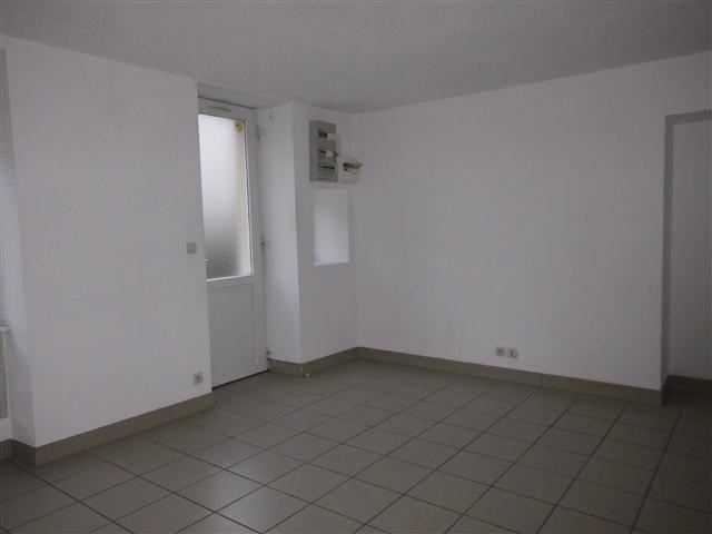 Location appartement St victor sur rhins 318€ CC - Photo 3