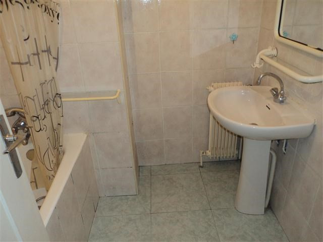 Location appartement Lyon 8ème 840€ CC - Photo 5