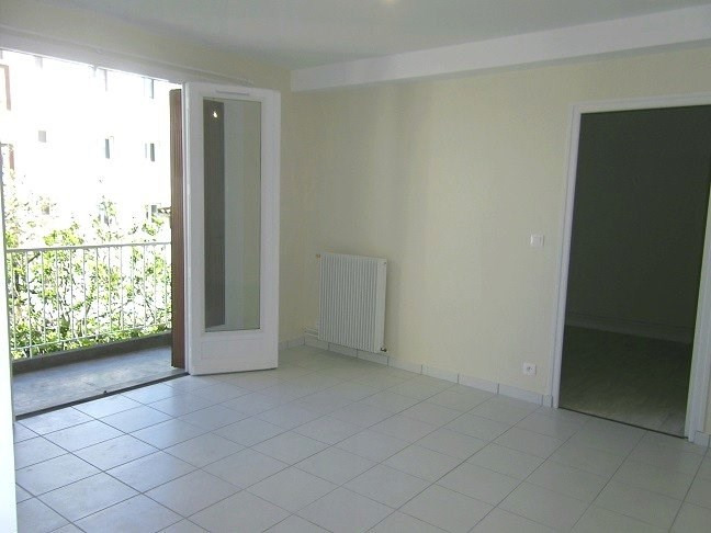 Location appartement Agen 555€ CC - Photo 3