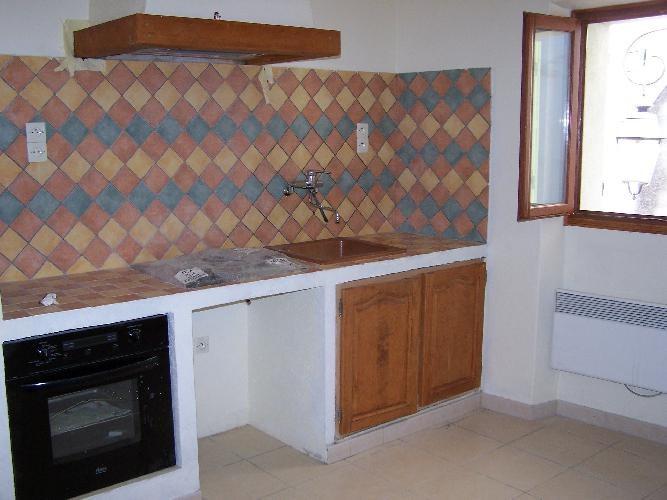Location maison / villa Meounes-les-montrieux 760€ CC - Photo 3