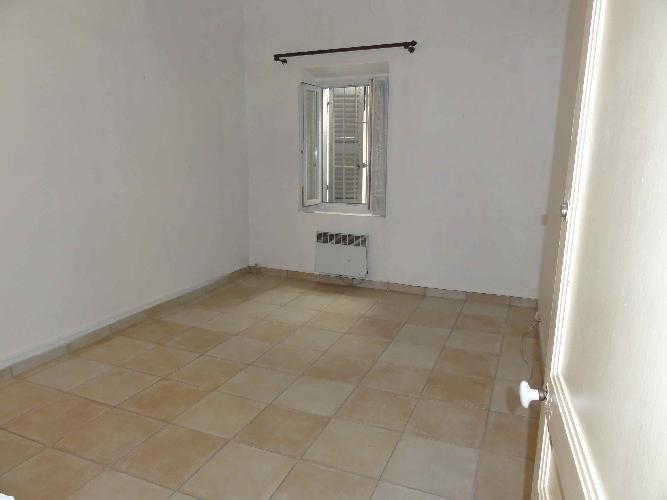 Location appartement Le beausset 885€ CC - Photo 5