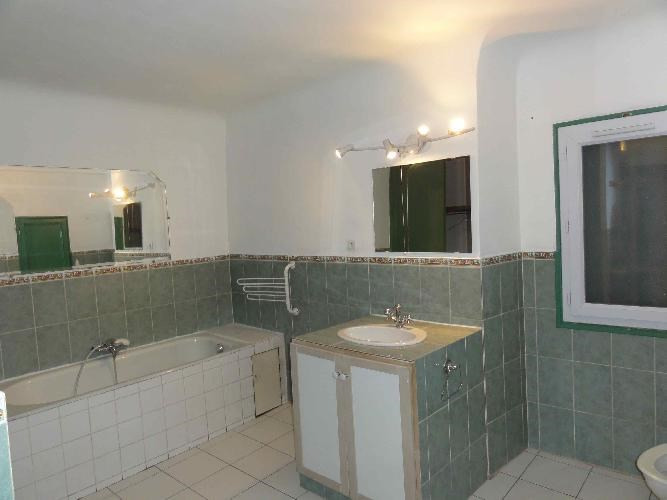 Location appartement Le beausset 885€ CC - Photo 3