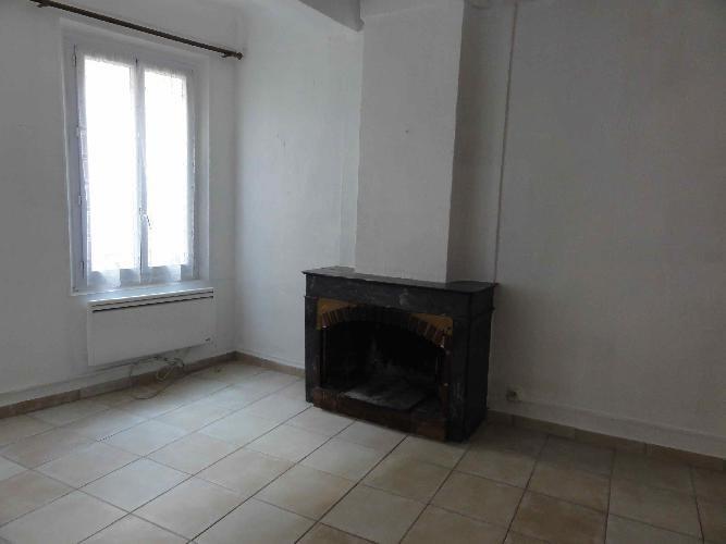 Location appartement Le beausset 885€ CC - Photo 2