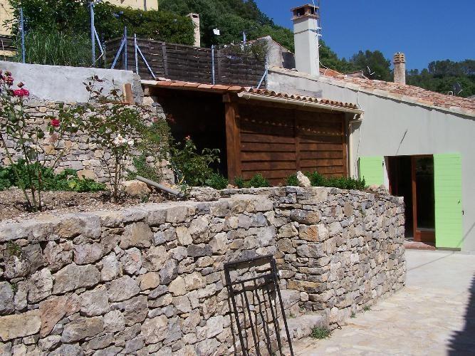 Location maison / villa Meounes-les-montrieux 760€ CC - Photo 1