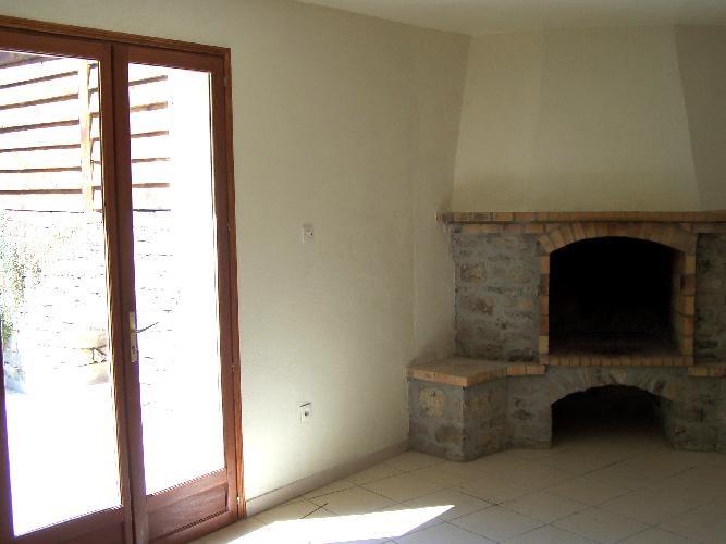 Location maison / villa Meounes-les-montrieux 760€ CC - Photo 2