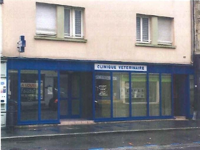 Location local commercial La haye du puits 1320€ +CH - Photo 1