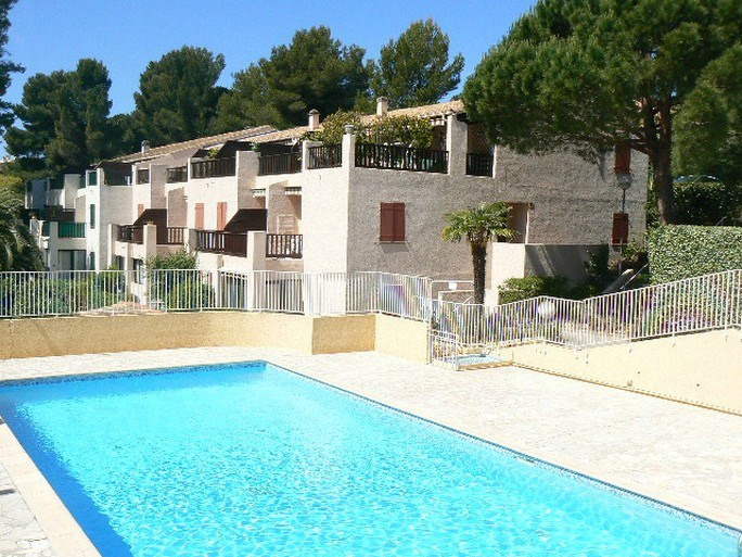 Vacation rental apartment Bandol 270€ - Picture 1