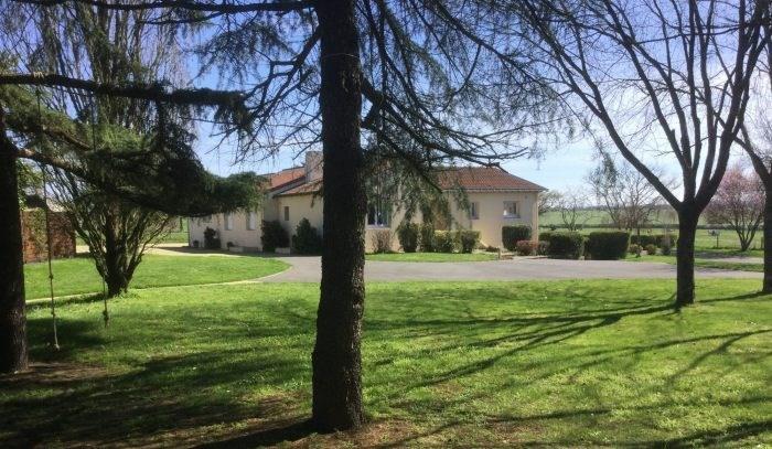 Sale house / villa Torfou 299900€ - Picture 1