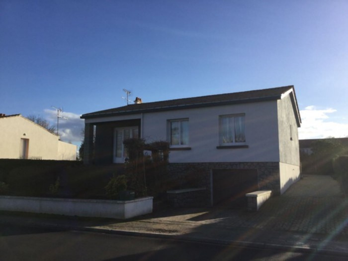 Sale house / villa Nieul-le-dolent 168400€ - Picture 1