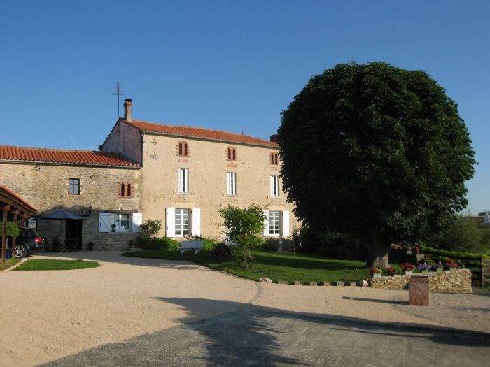 Deluxe sale house / villa Chantonnay 573000€ - Picture 1