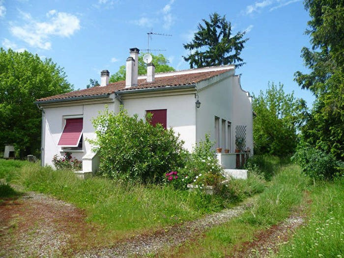 Sale house / villa Le passage 177 000€ - Picture 1