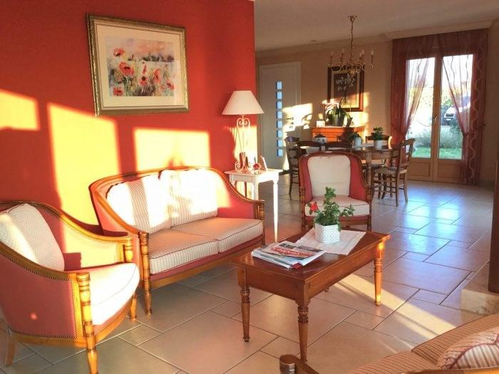 Sale house / villa Saint-georges-de-montaigu 251000€ - Picture 5