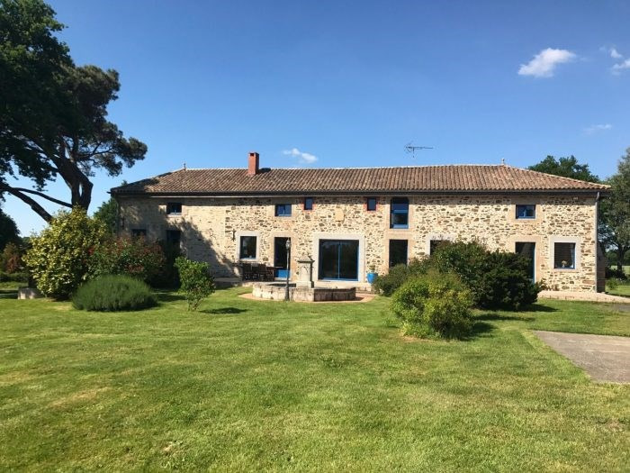 Deluxe sale house / villa Chantonnay 648 000€ - Picture 1