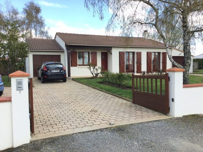 Sale house / villa Saint-georges-de-montaigu 199900€ - Picture 1