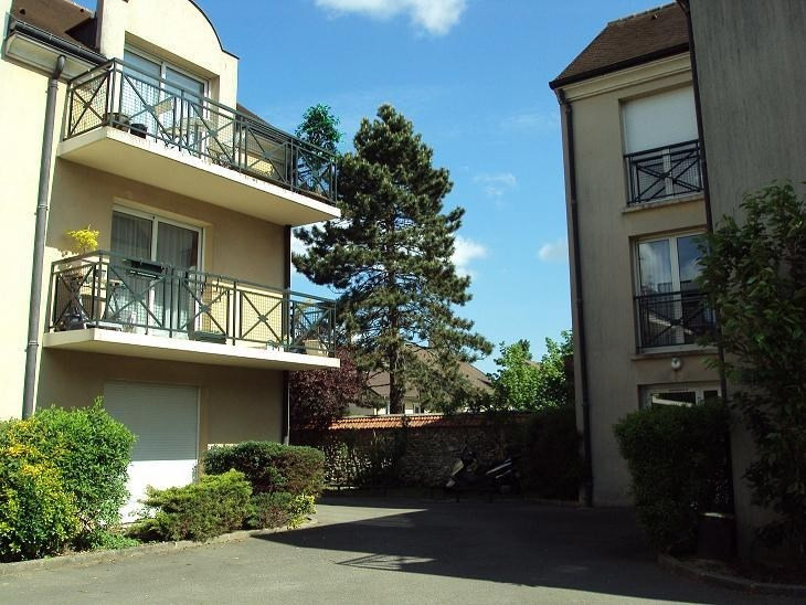 Location appartement Le perray en yvelines 775€ CC - Photo 1