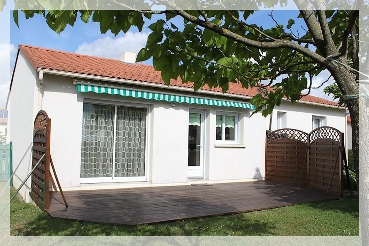Sale house / villa Saint-pierre-montlimart 188640€ - Picture 1