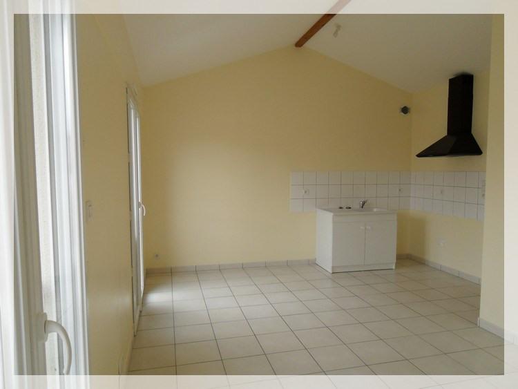 Location appartement Saint-christophe-la-couperie 320€ +CH - Photo 2