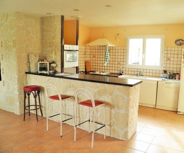 Sale house / villa Lapeyrouse mornay 155 000€ - Picture 2