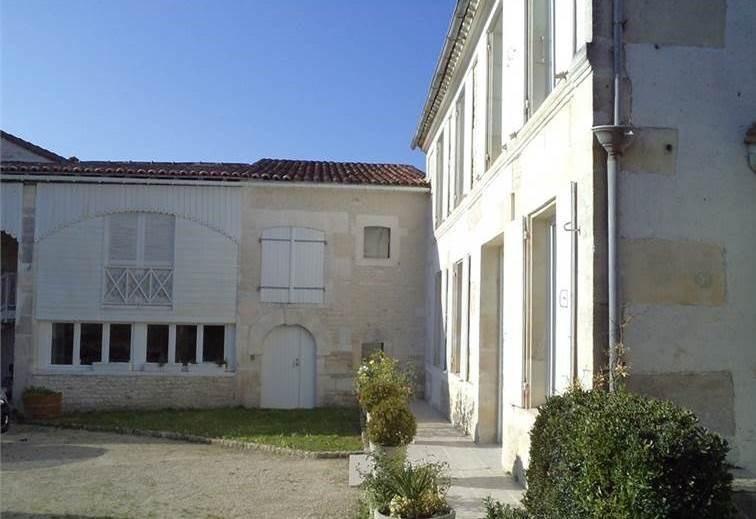Sale house / villa Juillac-le-coq 243500€ - Picture 2