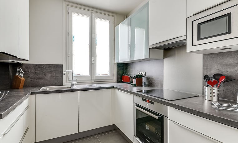 Location appartement Paris 17ème 4 420€ CC - Photo 5