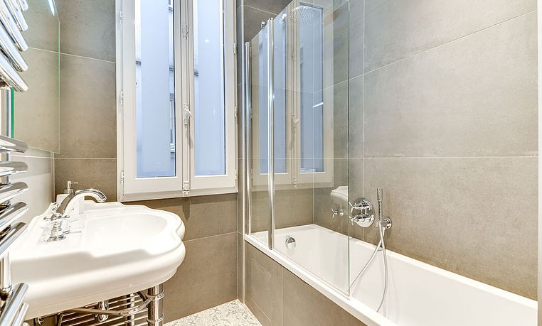 Location appartement Paris 17ème 4 420€ CC - Photo 8
