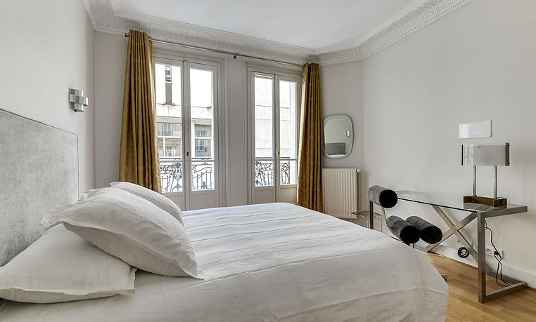 Location appartement Paris 17ème 4 420€ CC - Photo 6