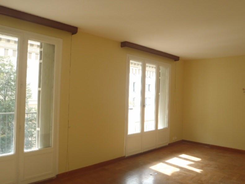 Location appartement Villefranche sur saone 838,41€ CC - Photo 2