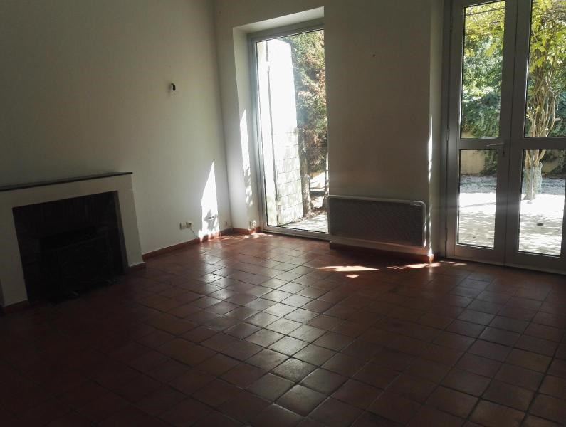 Location maison / villa Aix en provence 1 110€ CC - Photo 3