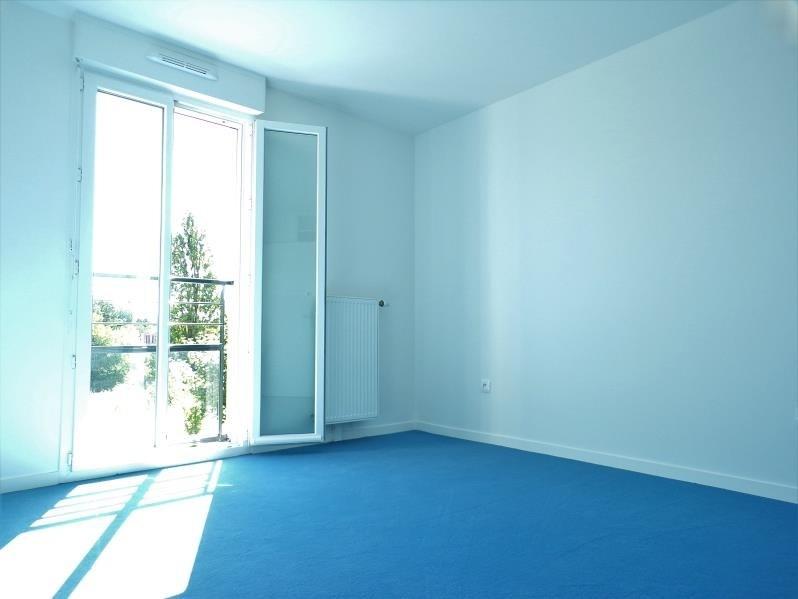 Alquiler  apartamento Montigny le bretonneux 890€ CC - Fotografía 3