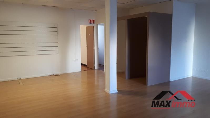 Location local commercial St pierre 2500€ HT/HC - Photo 1
