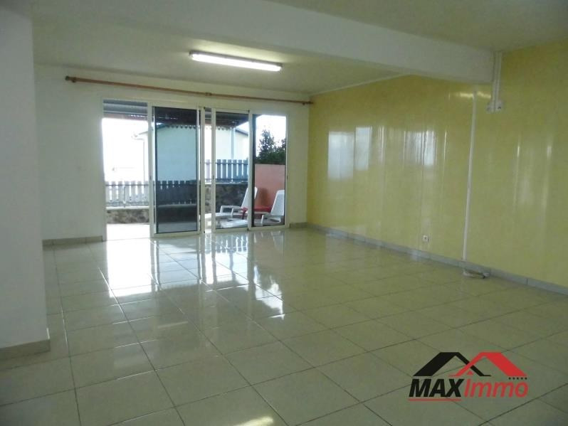 Location local commercial Petite ile 1 300€ HT/HC - Photo 1