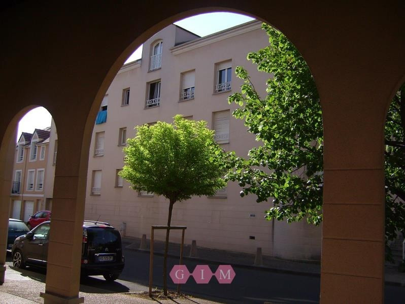 Rental apartment Andresy 958€ CC - Picture 1