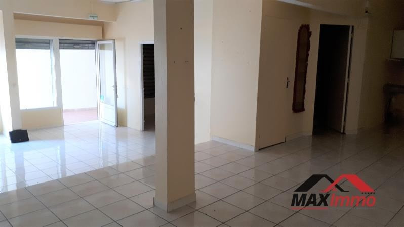 Location local commercial St pierre 2000€ HT/HC - Photo 1