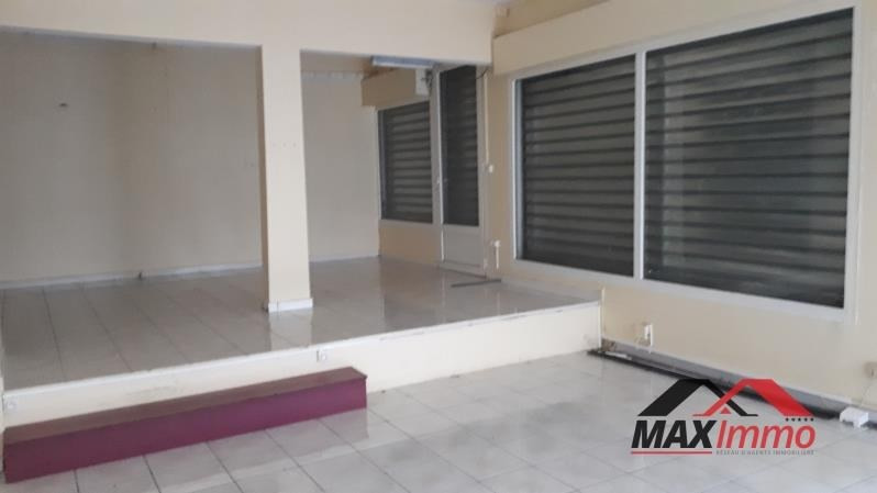 Location local commercial St pierre 2000€ HT/HC - Photo 3