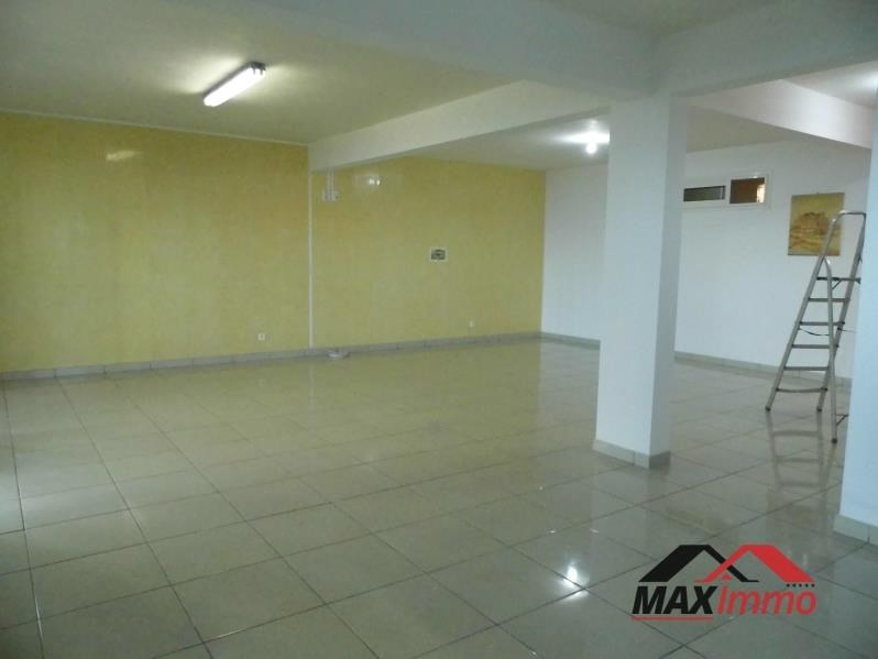 Location local commercial Petite ile 1 300€ HT/HC - Photo 3