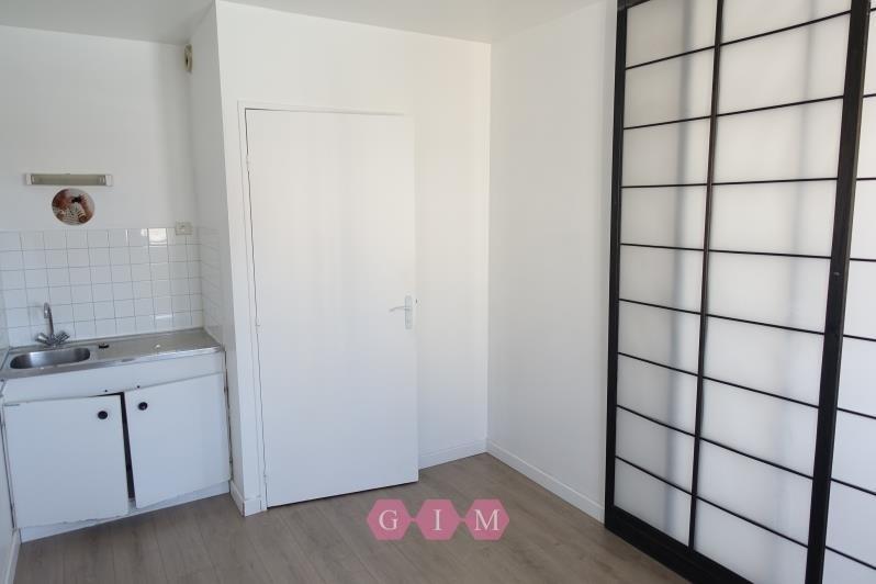 Rental empty room/storage Poissy 880€ CC - Picture 2